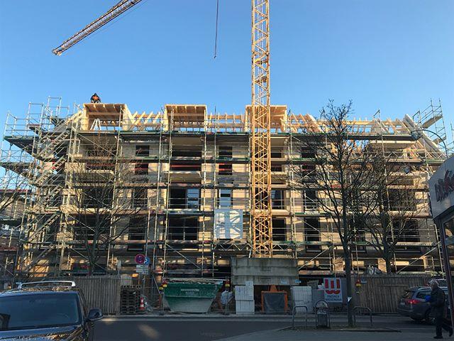 Pulheim Marktplatz #zimmereiwildt #zimmerer #zimmerei #pulheim #marktplatz #holzbau #holz #neubau #wood #carpenter #architecture #architektur #köln #Bergheim