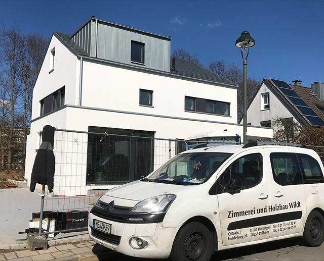 Fertigstellung von unserem Projekt in Düsseldorf #holzrahmenbau #zimmereiwildt #zimmerei #zimmerer #düsseldorf #holzbau #dachdecker #dachdeckerkunst #rheinzink #zink #wood #woodworking #roofer #holzhaus #traumhaft #wunderschön #pulheim #dormagen #holz #schön #neubau