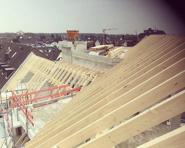 Weil es so schön ist  #zimmereiwildt #zimmerei #zimmerer #pulheim #pulheimcity #holzbau #architect #architecture #architektur #woodworking #holz #carpenter #carpentry #köln #Dormagen #düsseldorf #nrw #bauen #dach #überdendächern #rooftop #roofer #ausblick #schön #ichundmeinholz #traumhaft #traum #märz #mafell #würth