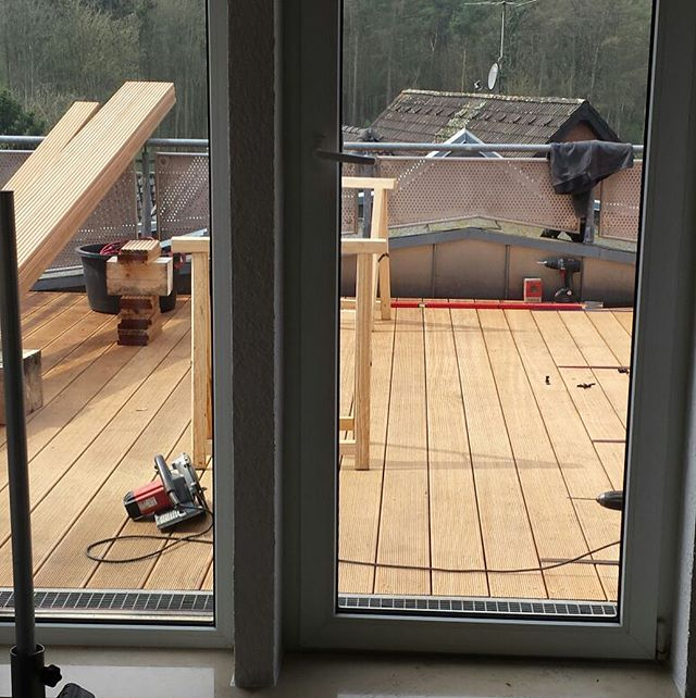 Letzte Woche konnten wir einige tolle Projekte bearbeiten.  Eins davon war diese Dachterrasse in Hackhausen