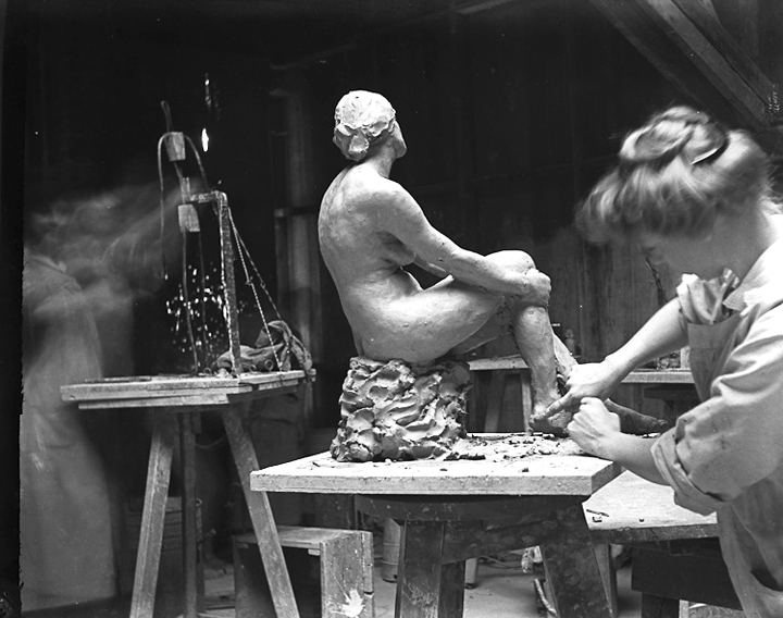 - In 1908, Kate began studying sculpture at Mark Hopkins School of Art in (formally Partington before the earthquake and fire of 1906.)