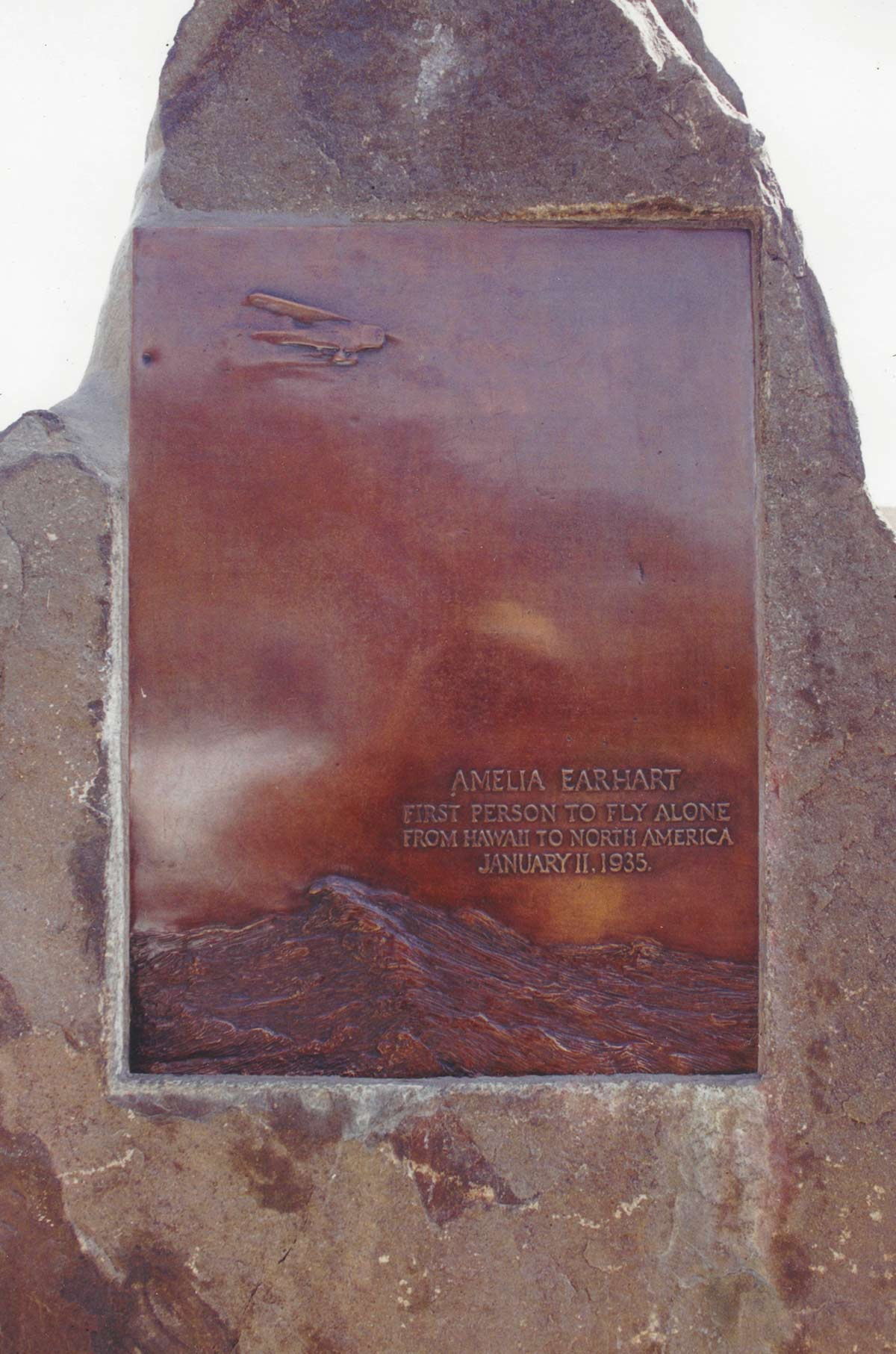 Plaque commemorates Amelia Earhart