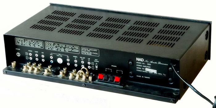 NAD 3020_Rear.jpg