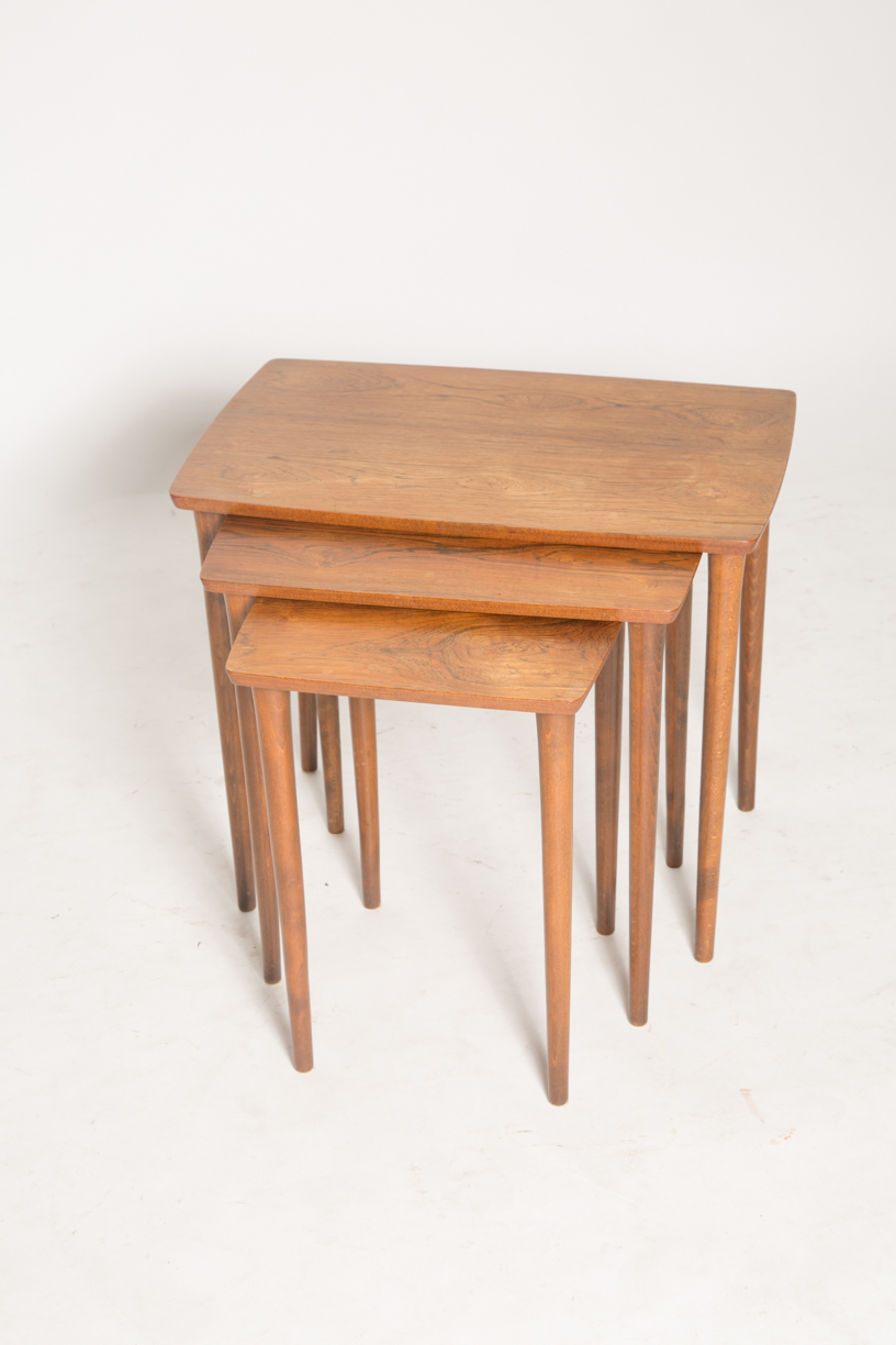 Pin legs nesting tables_FRONT.jpg