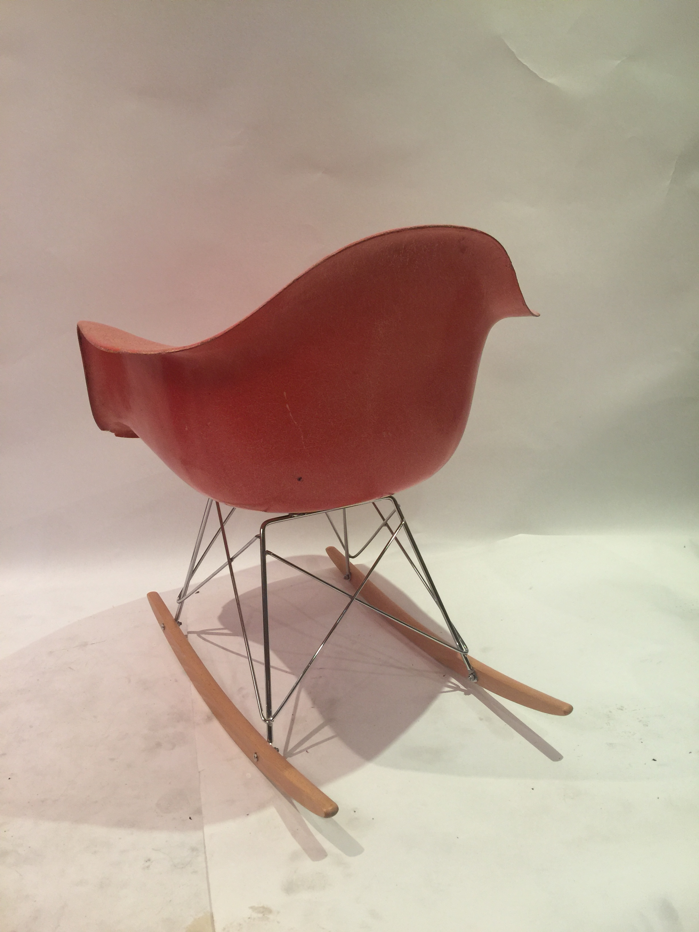 Eames rocking chair in salmon fiberglass 3.JPG
