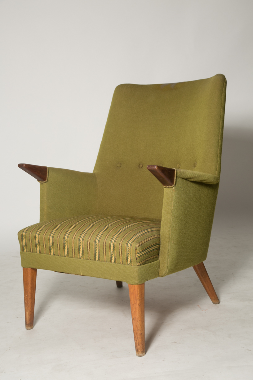 Skipper style chair