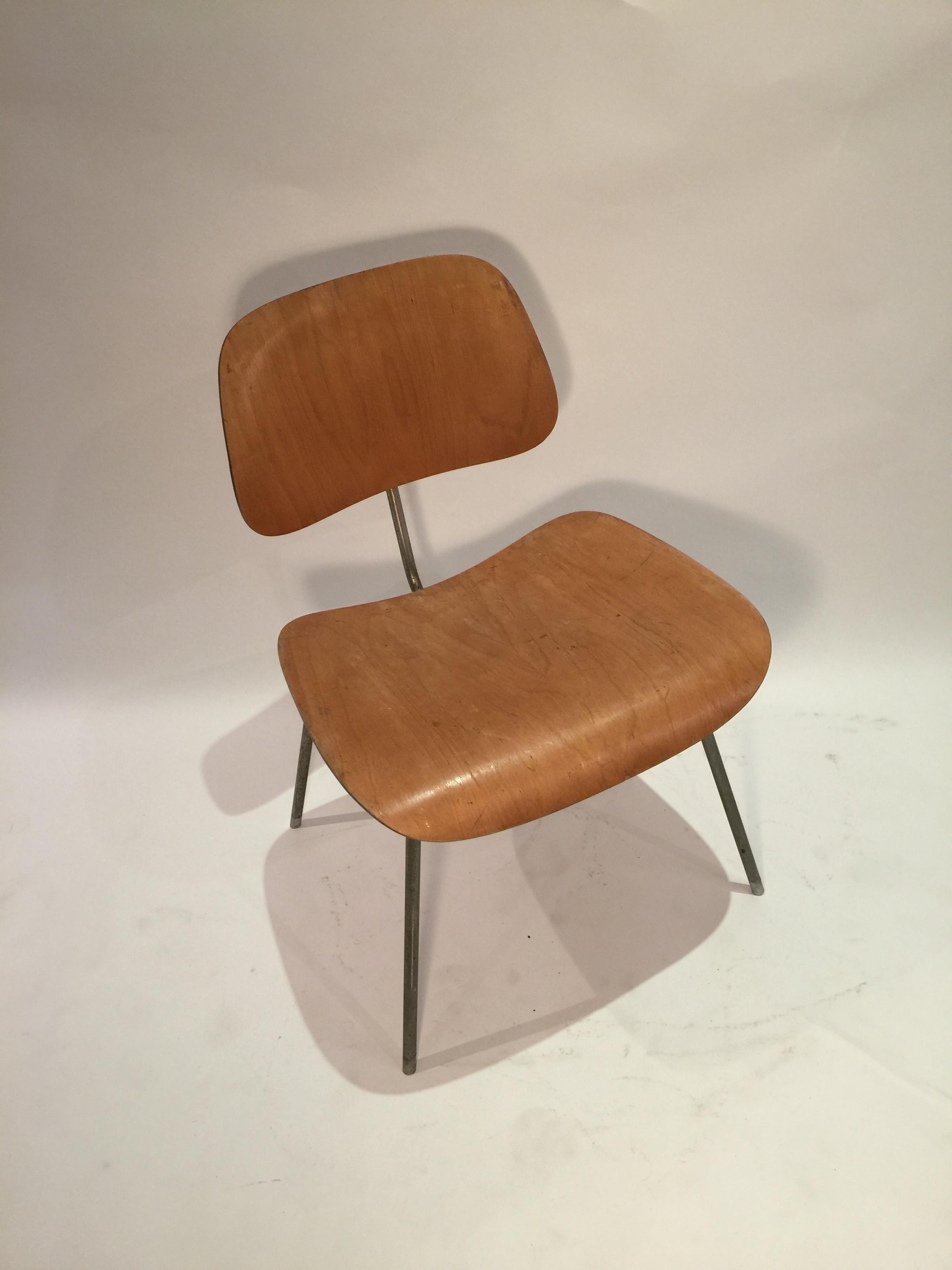 DCM Eames chair 6.JPG