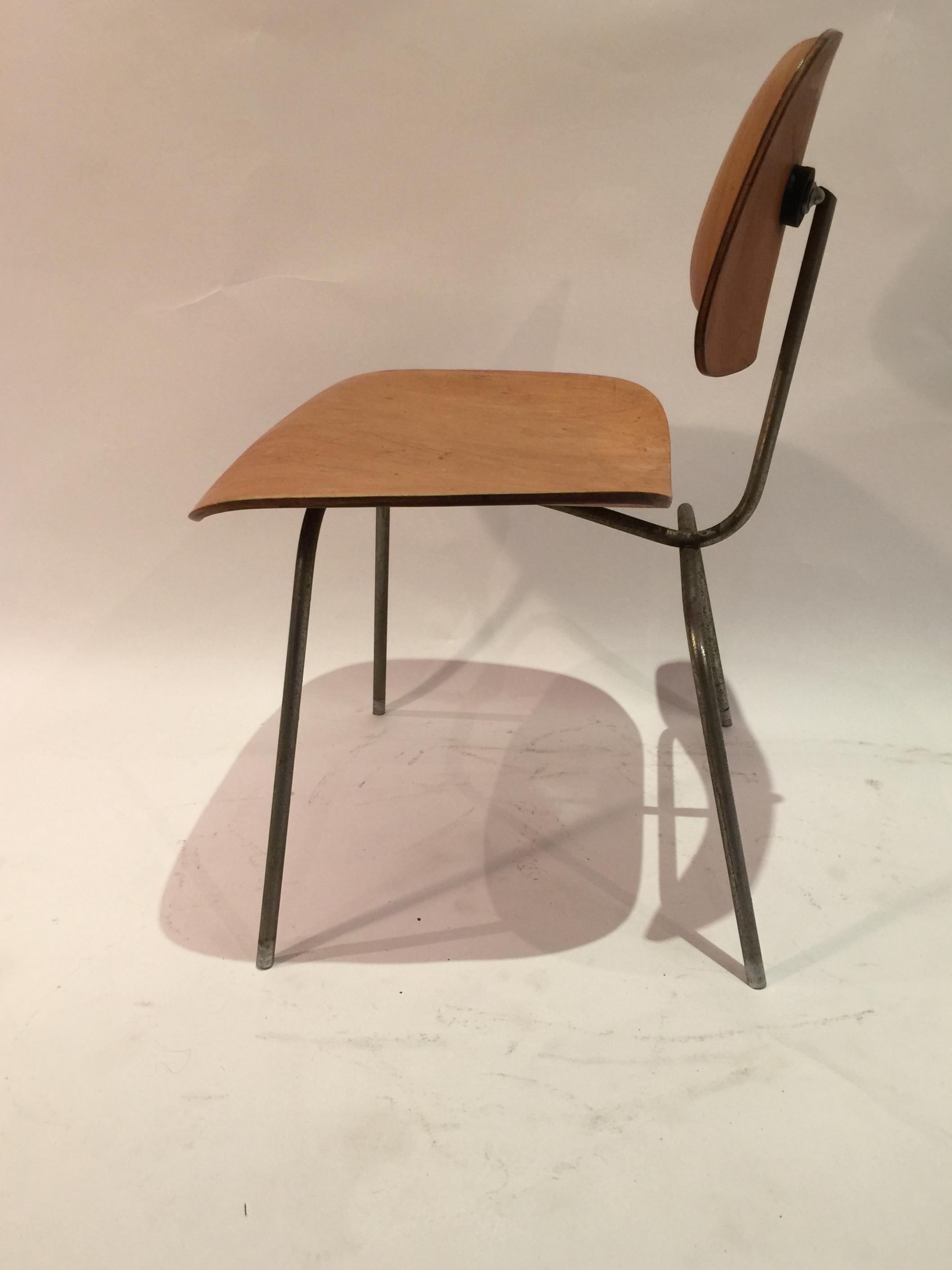 DCM Eames chair 7.JPG