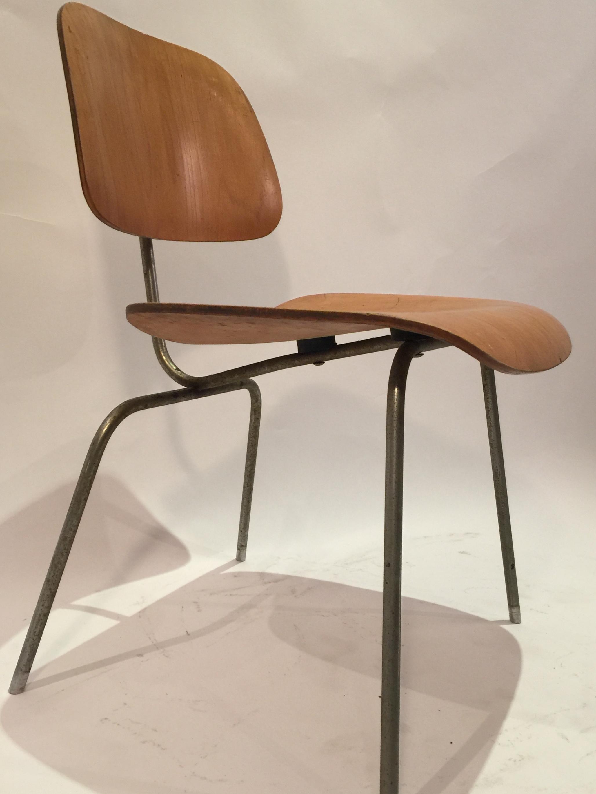 DCM Eames chair 9.JPG