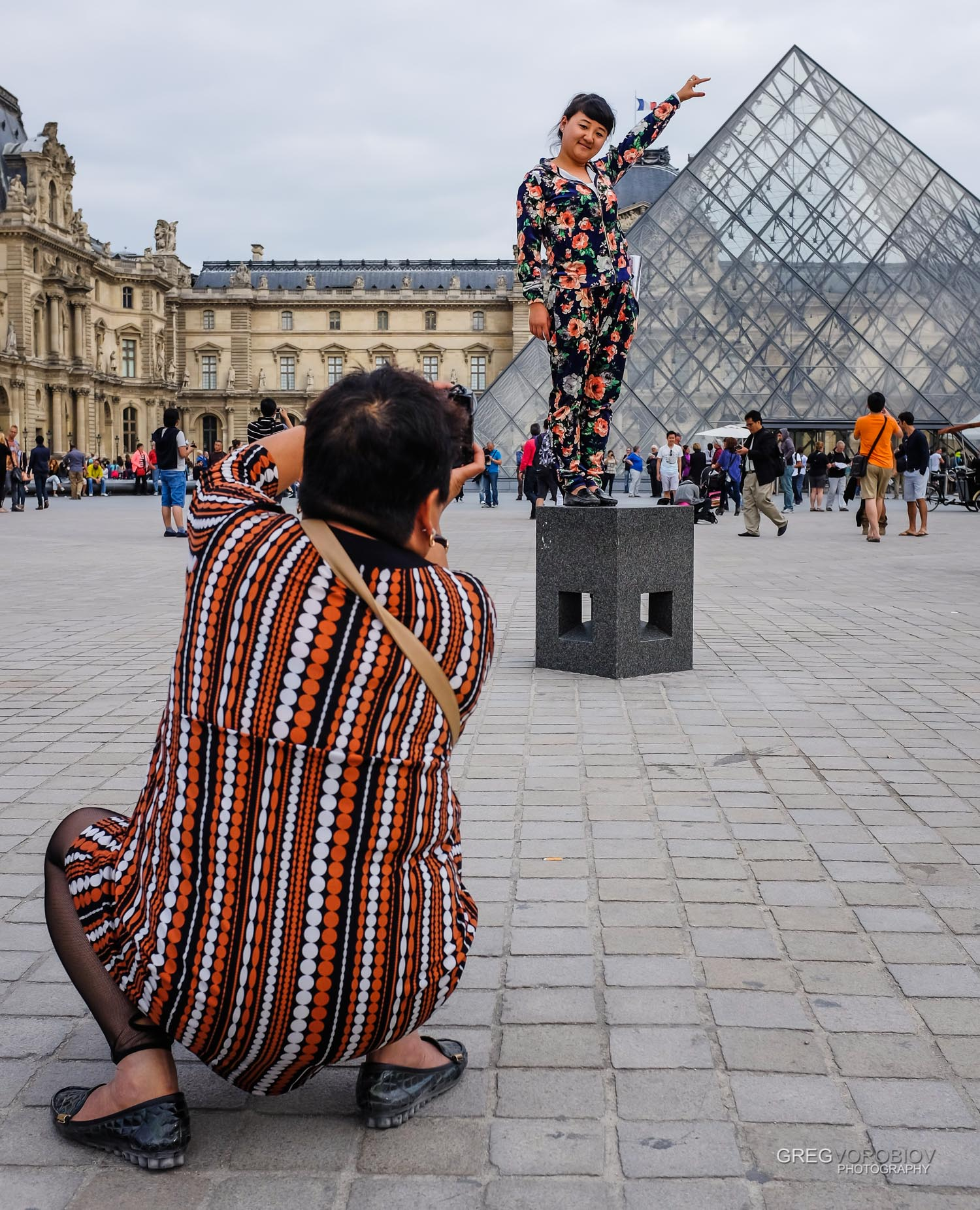street_fashion_louvre_paris_by_greg_vorobiov-1.jpg