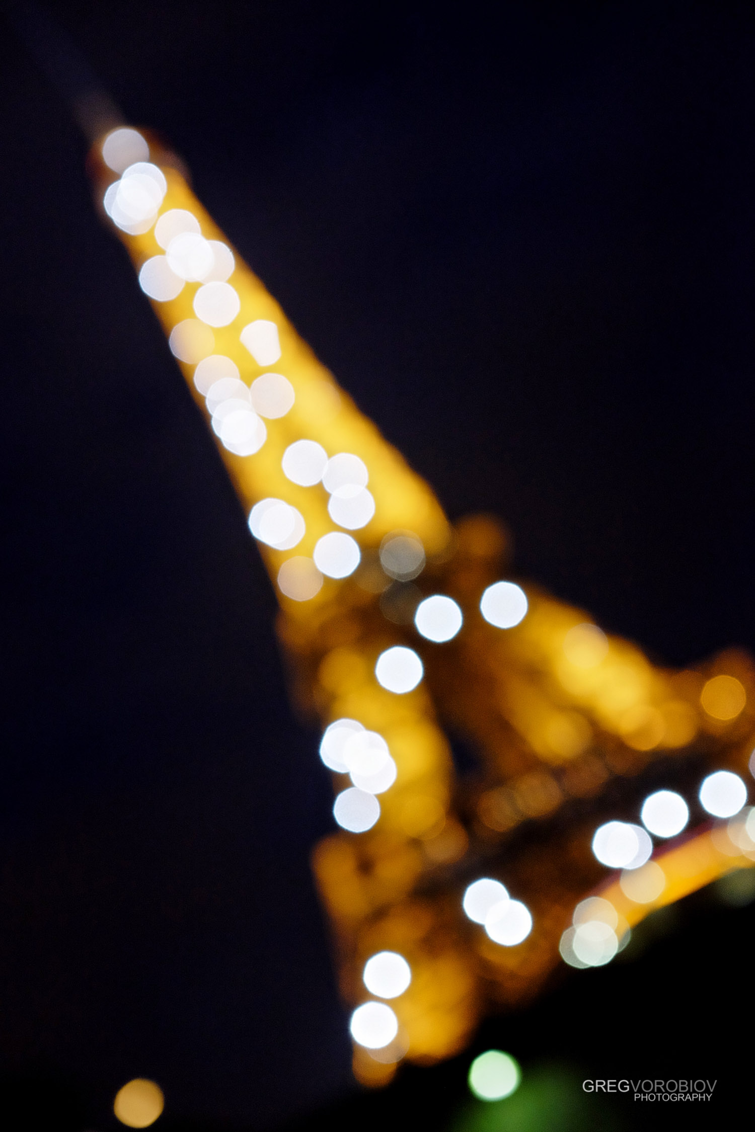 eiffel_tower_paris_by_greg_vorobiov-1-2.jpg