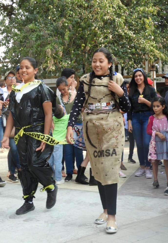 FashionRevolutionMarcalaReFashionReFoodComsaInternationalSchoolx95.jpg