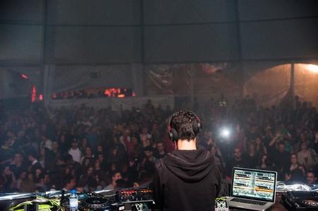 CDJ 2000 DJ nightclub 825 x 580 px.jpg