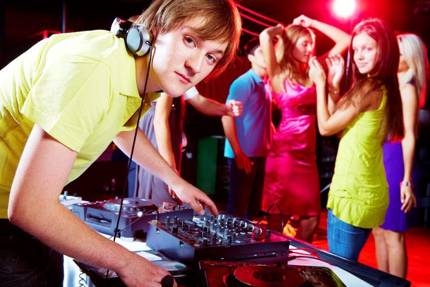 Uncomfortable looking DJ 847 x 565.jpg