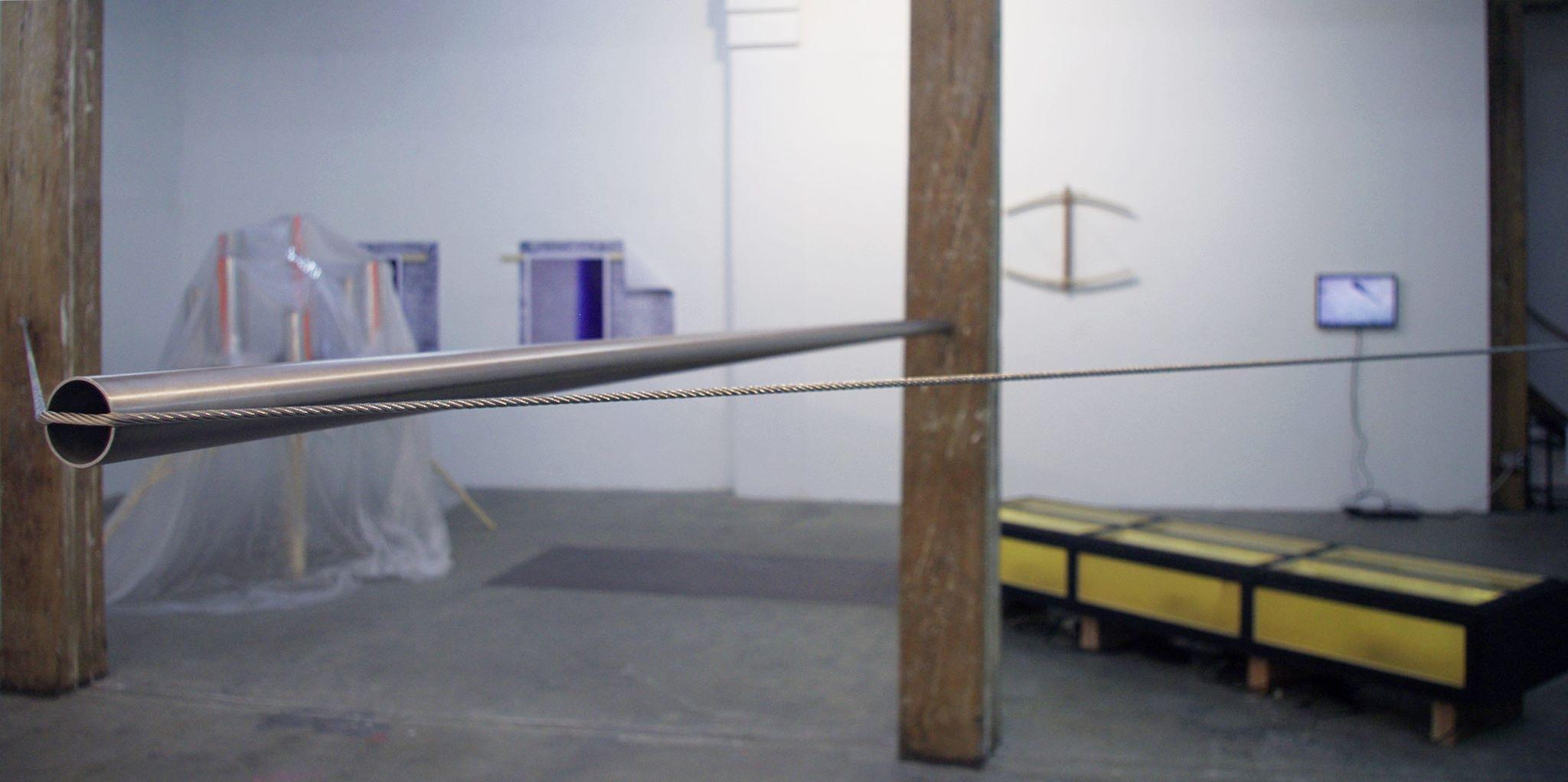BLOOP (performance)   Pas Boing, ni Poum ni Tchak, mais Bloop. Pas la chanson de Kraftwerk, mais une fréquence ultra-basse d'une incroyable puissance dont l'origine reste un mystère pour les chercheurs. C'est cette onde sonore, appelée  Bloop , qui donne son nom à l'exposition collective organisée par la galerie La GAD Marseille, où sept artistes coréens et français tentent de donner forme sensible à ce déploiement invisible dans l'espace qu'est le son. Le vendredi 8, l'expo sera activée à travers deux performances de Vincent Puricelli et Arnaud Deschin. Un prélude sous-marin avant de retrouver, dès le 14 mai, quatre jours d'effervescence artistique dans tout Marseille, dans le cadre du Printemps de l'Art Contemporain.