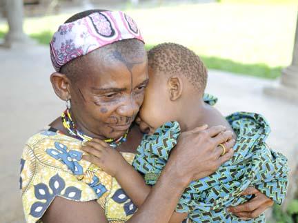 Nduye, Eastern Congo: Efe Pygmy Mother and sick child