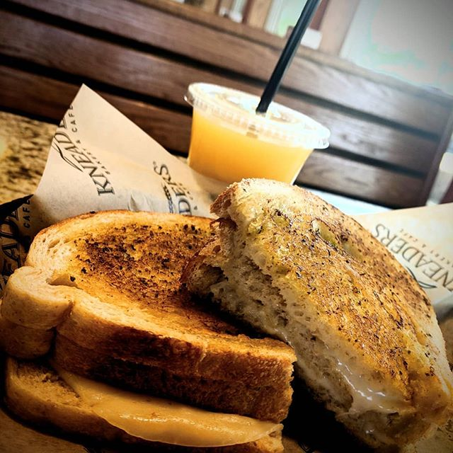 Had lunch at @kneadersqueencreek today!  It was so freshing to be able.to go out and eat something savory and vegetarian!  #lfthx #kneaders #kneadersbakery #organicad #kneadersqueencreek #kneadeesqc #freshsoj #orangejuice #loadingupinvitC #vegatarian #provolone #muenster #grilledcheese #fancygrilledcheese #feelingcheesy #lunchwiththekiddos #momlife #azlife #az #azliving #azmom #eastvalleymom #queencreek #queencreekaz #qcstv #qc
