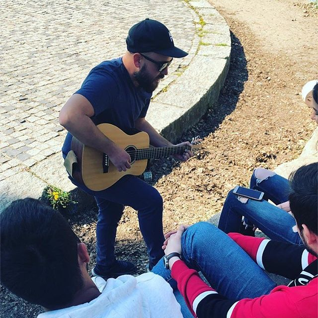 #FBF to Berlin and spontaneous playing in the park with @nana.musicvibes  Thx @interlude_adventures for all the pic taking that week :)