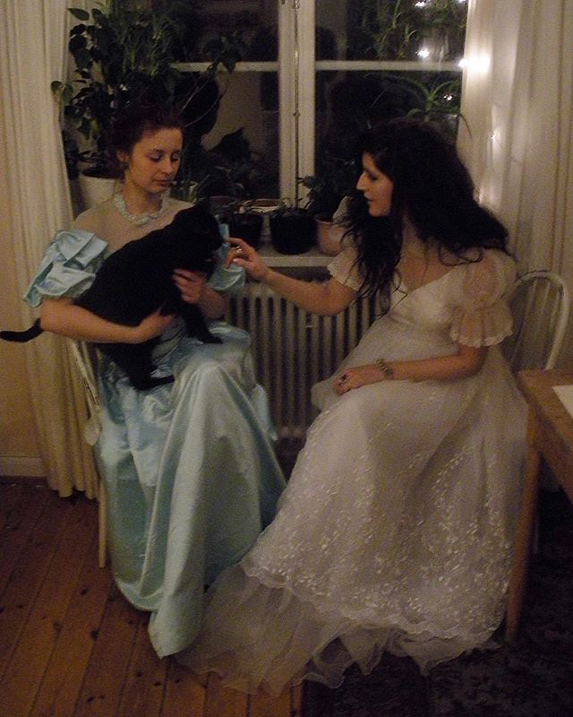#tbt to those casual family nights at Birger Jarlsgatan with @naominowak and the greatest cat ever ♡