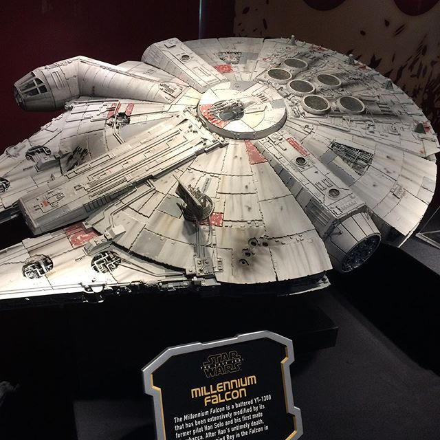 Have you seen it? #milleniumfalcon #disneyland #starwarsdisney