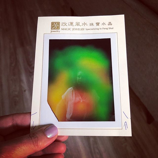 💎 Had my aura read while in NYC. Something about change is coming, likely to do with work, (that's all the green) and all will be good though it's causing me stress since I want to be in control (that's the orange and yellow). It was also suggested to me that my throat chakra is blocked so I did what any normal person would do and bought a new blue crystal 💁🏼♀️.⠀ .⠀ .⠀ .⠀ .⠀ .⠀ #aura #aurareading #chakras #greenchakra #bluechakra #nyc #crystals #energy #whyisitalwaysaboutwork
