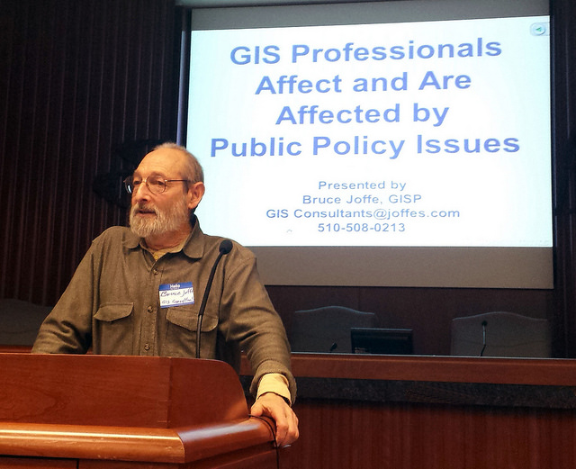 Bruce Joffe at the SF Bay Area GIS User Group Quarterly meeting December 2015. Source: BayGeo Flickr pool.