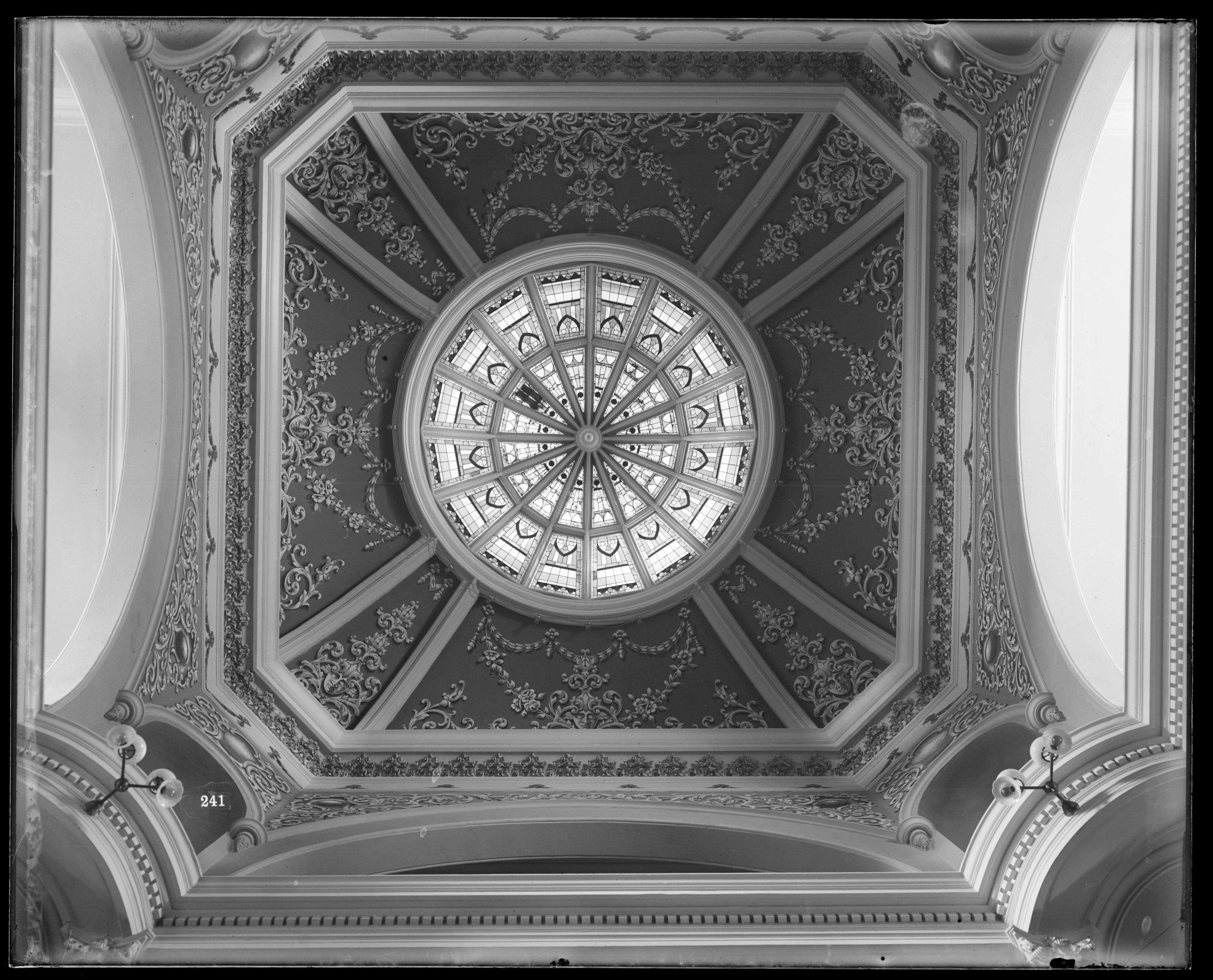 Figure F3-7 Stimson Neg 241, Capitol Building Dome looking up rotunda, 1902.jpg