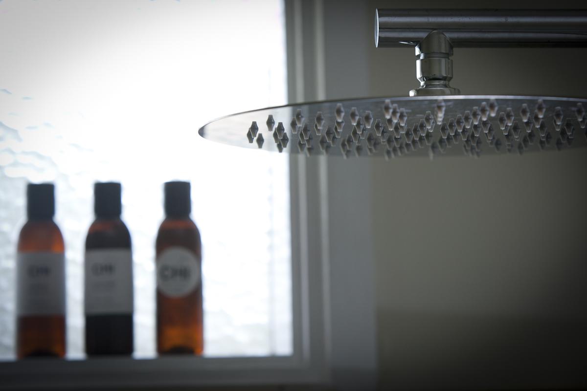 Chi B&B - Guest Room 1 - Luxurious Rainfall Shower