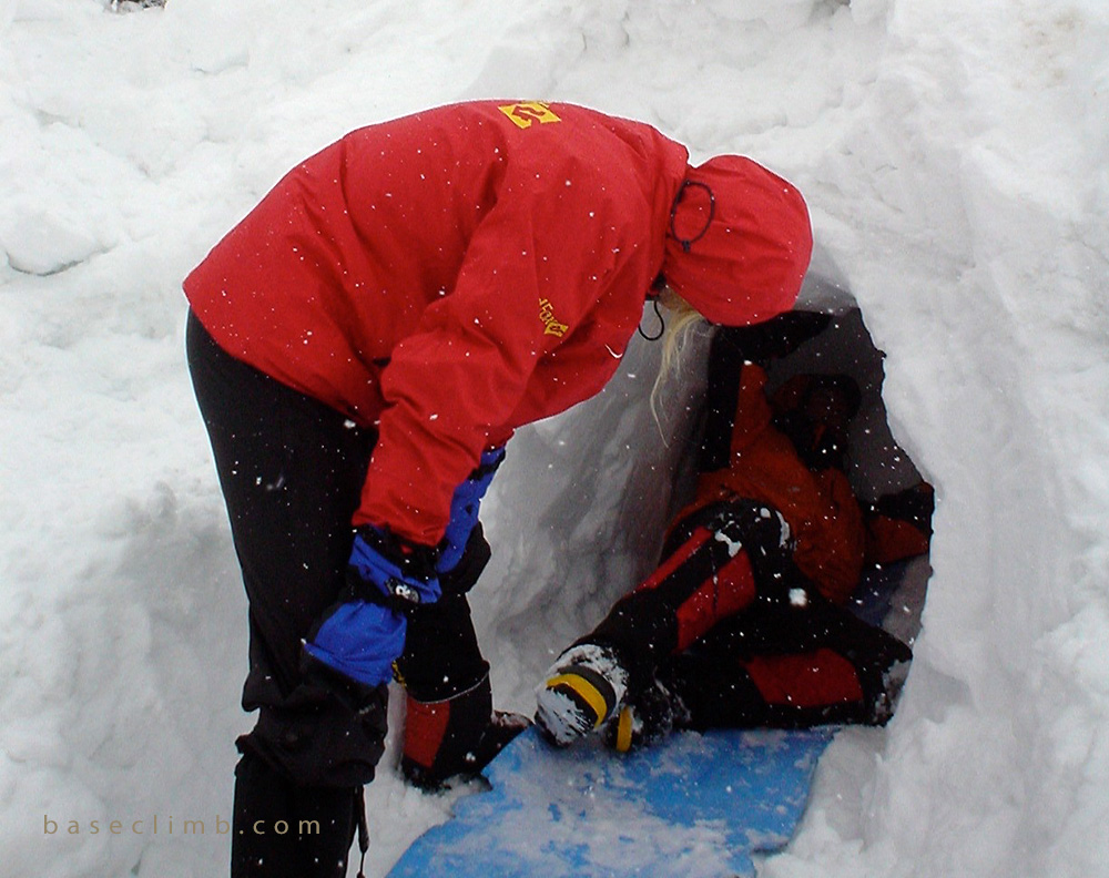 Snow Cave.jpg