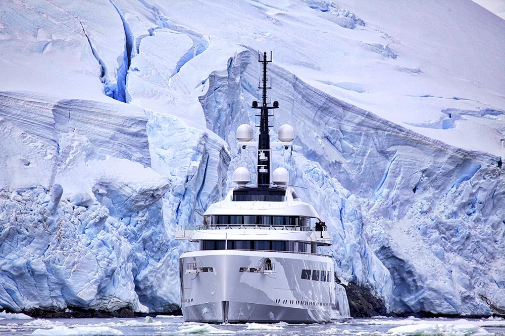 Navigating the Lemaire Channel. Photo: Dr. Glenn Singleman