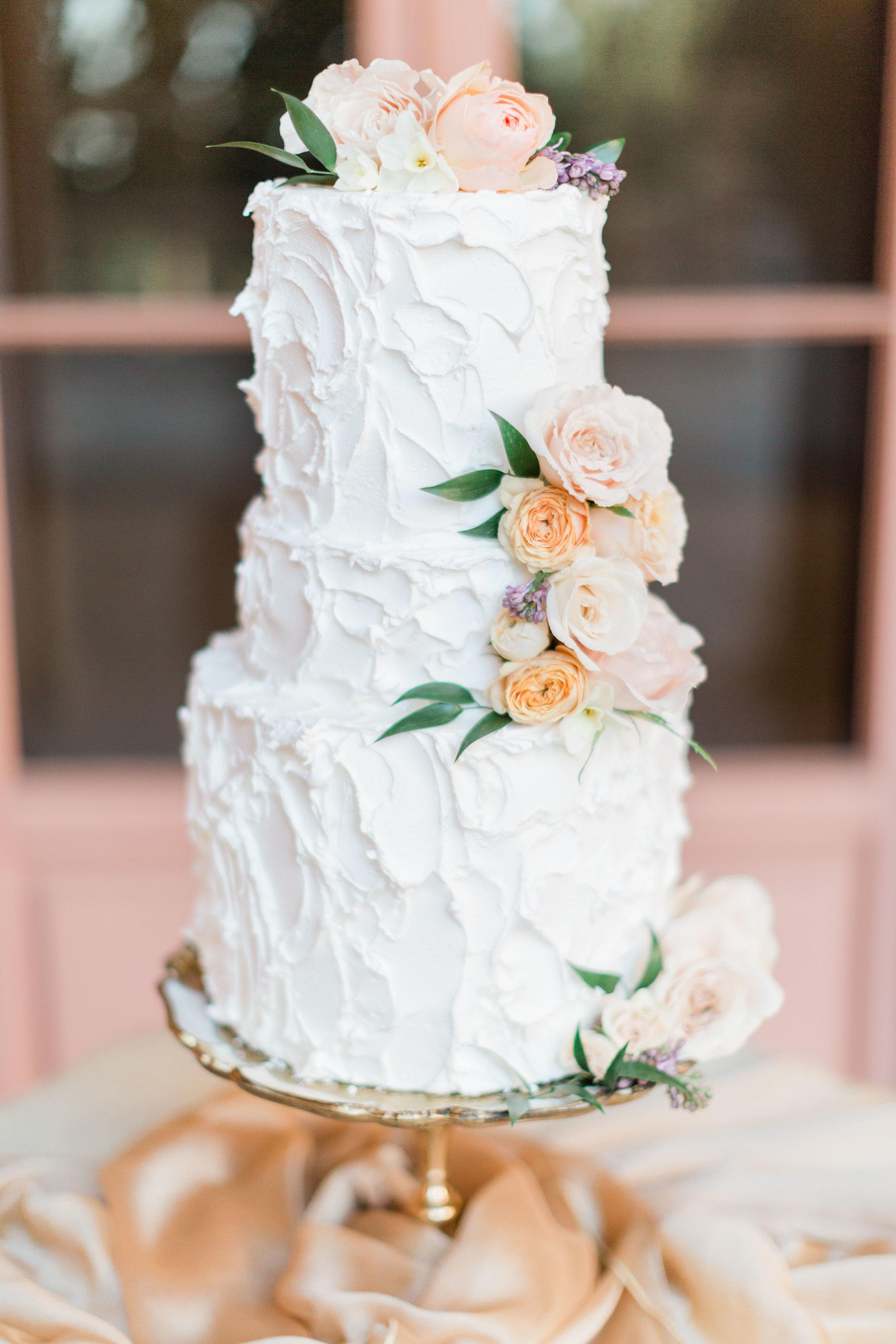 Garden_Style_Lush_Cake_Florals_Sibyl_Sophia_Des_Moines_Iowa.jpg