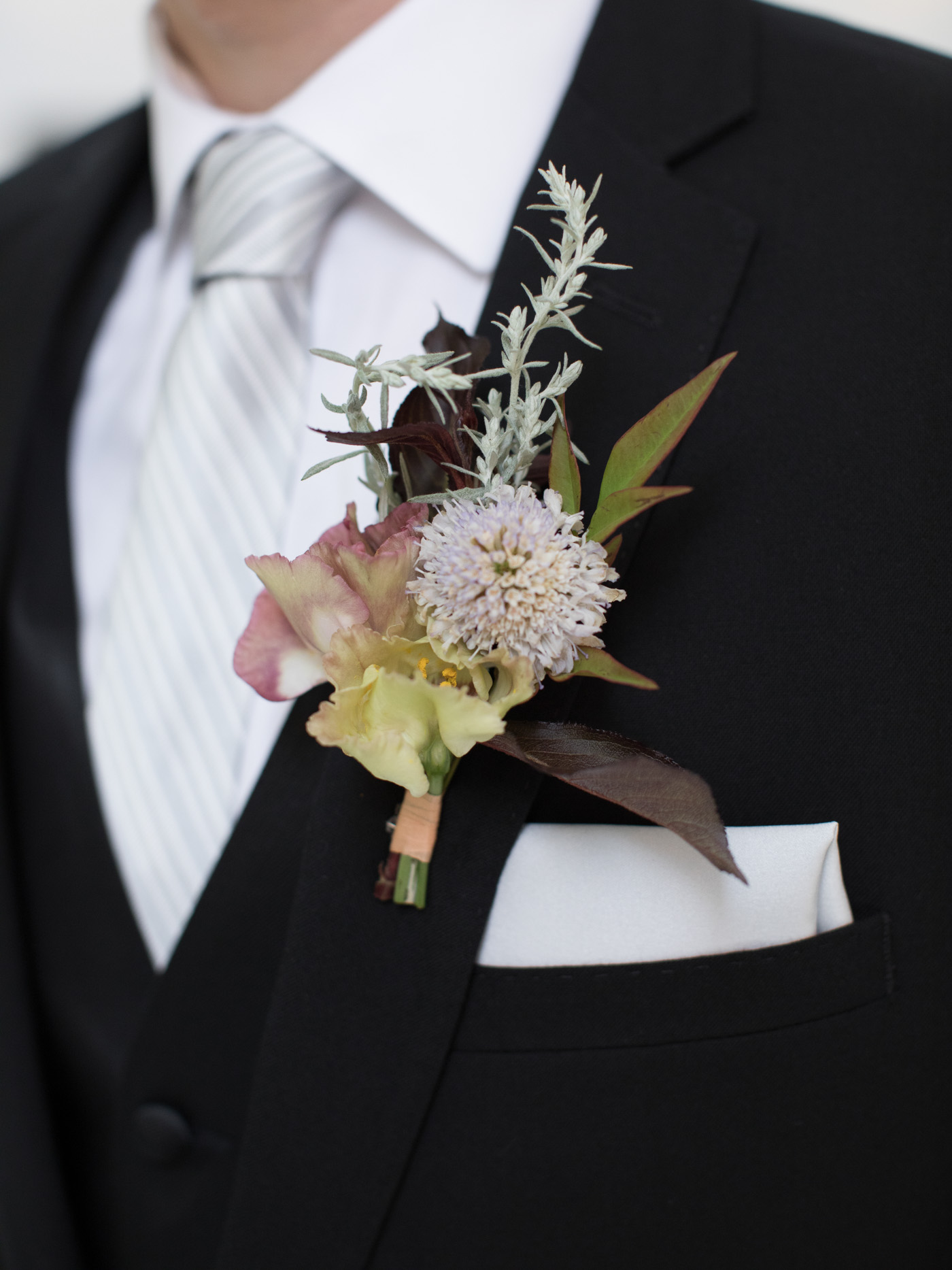 Nature-Inspired_Florals_Boutoneer_Des_Moines Iowa.jpg