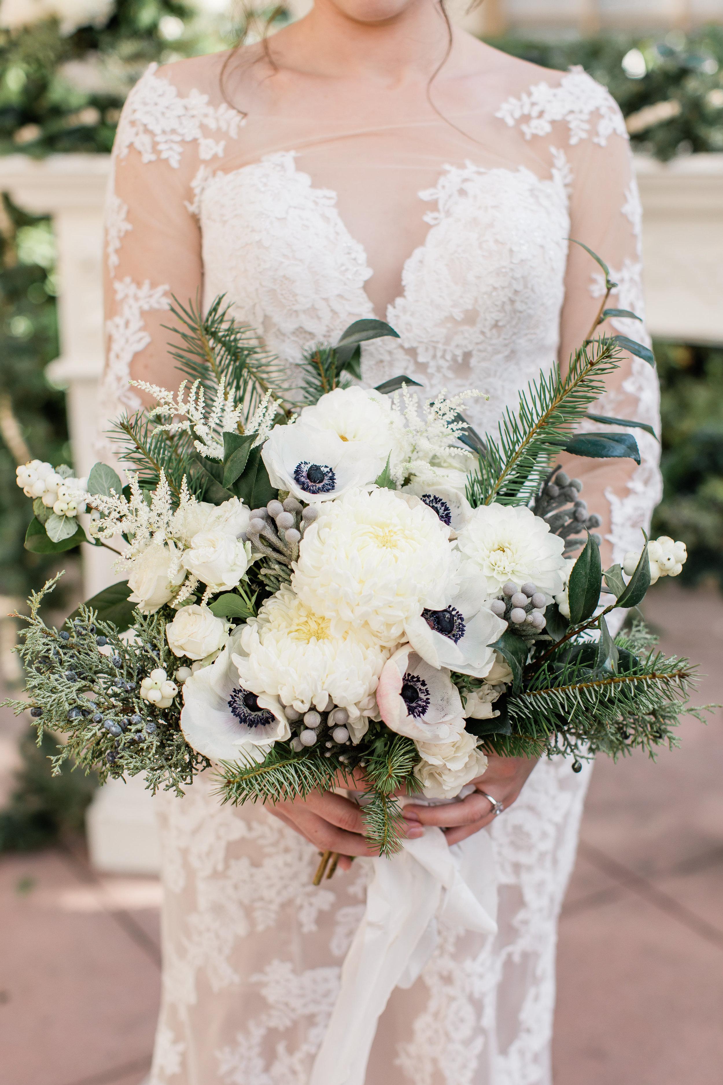 Winter_Wedding_Florals_Bouquet_Des_Moines_Iowa_Sibyl_Sophia.jpg