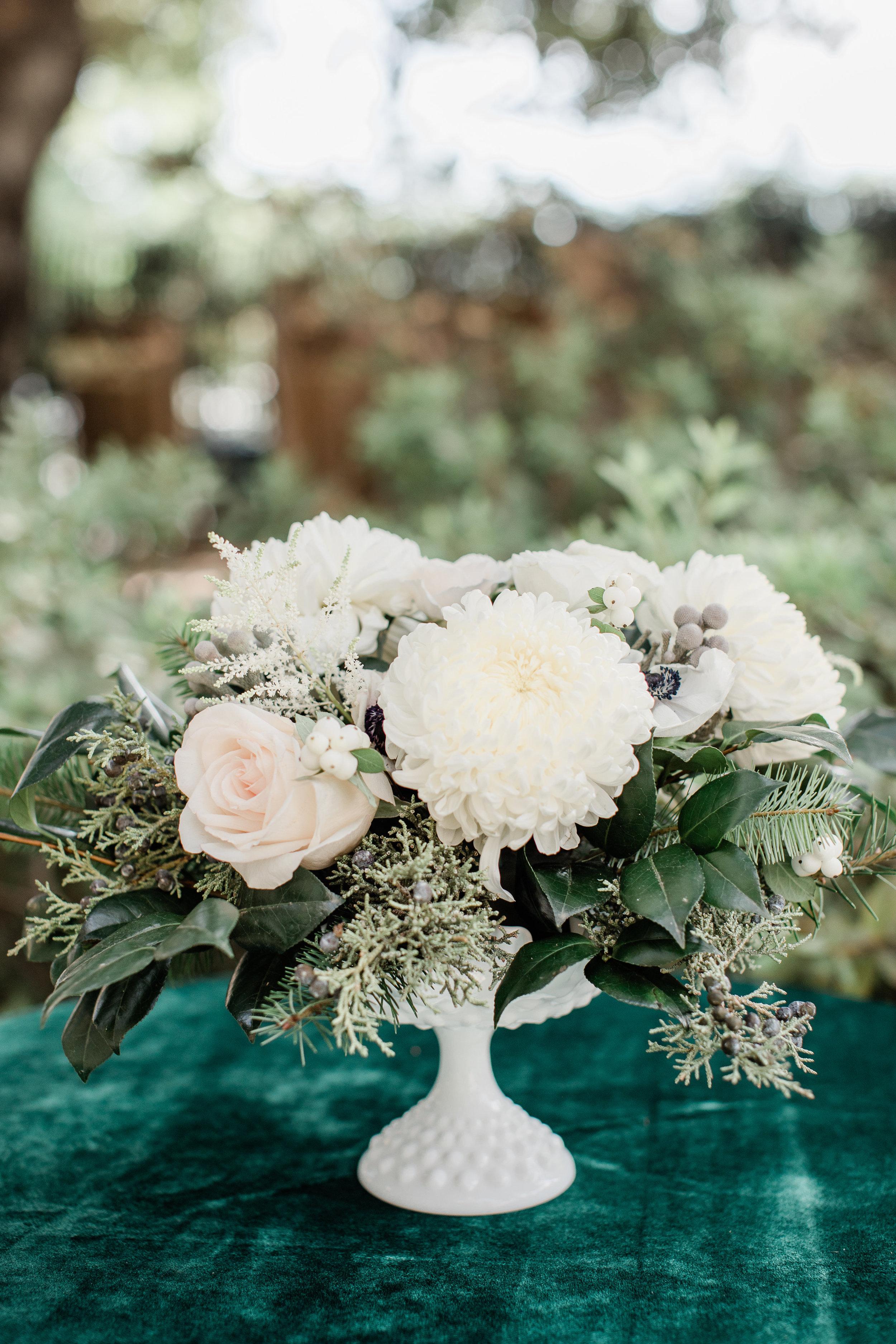Winter_Wedding_Florals_Centerpiece_Des_Moines_Iowa_Sibyl_Sophia.jpg