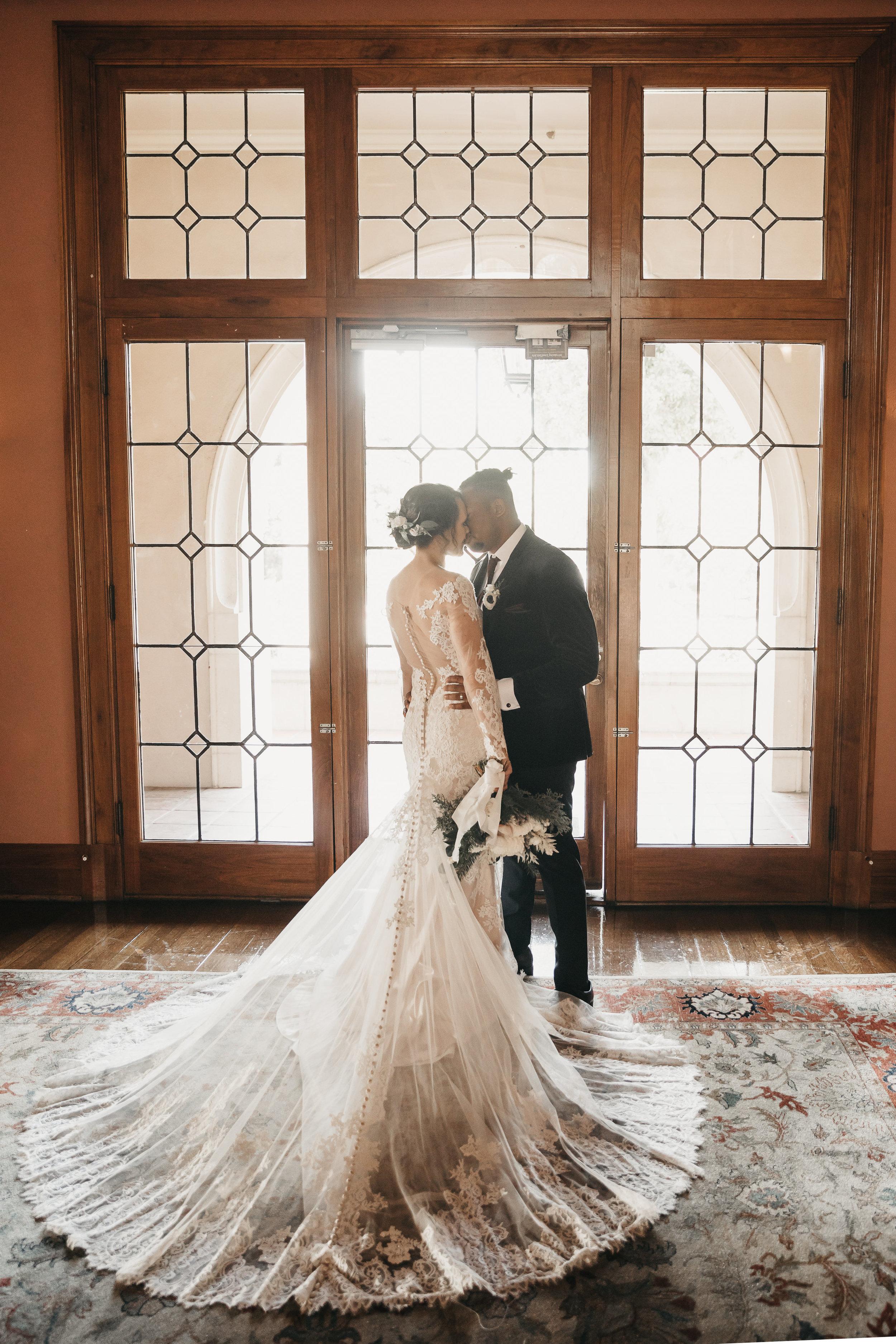 Winter_Wedding_Florals_Couple_Des_Moines_Iowa_Sibyl_Sophia.jpg