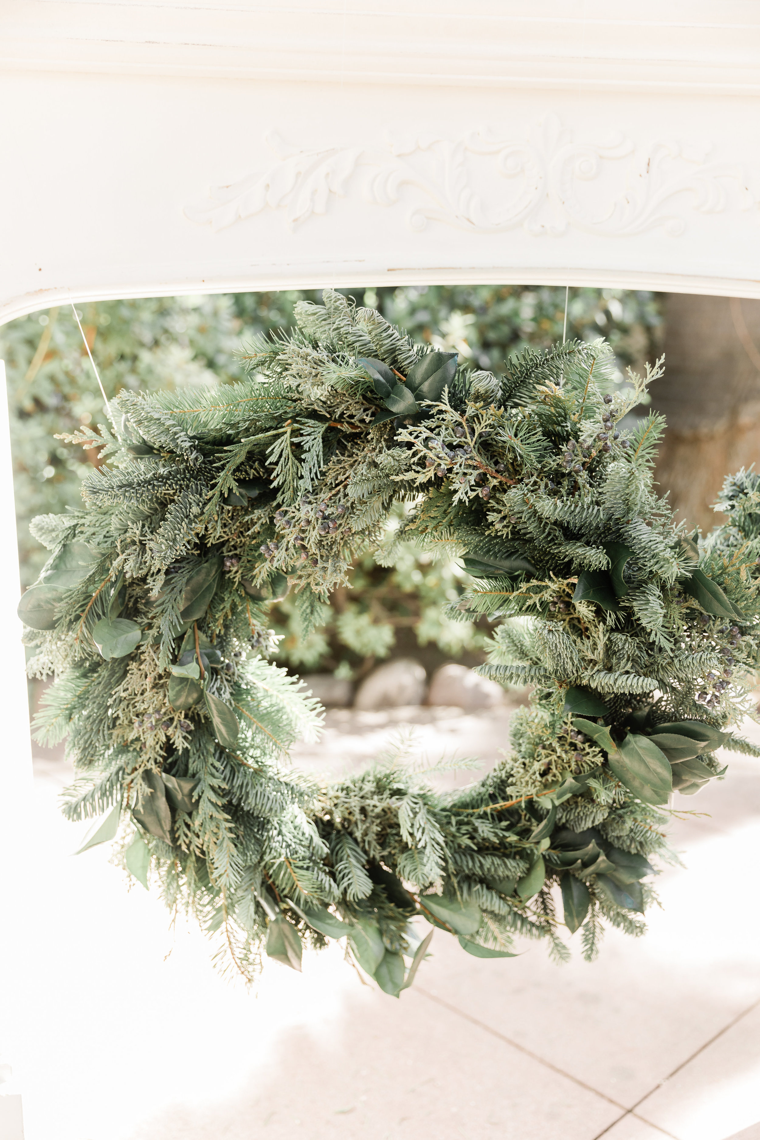 Winter_Wedding_Florals_Wreath_Des_Moines_Iowa_Sibyl_Sophia.jpg