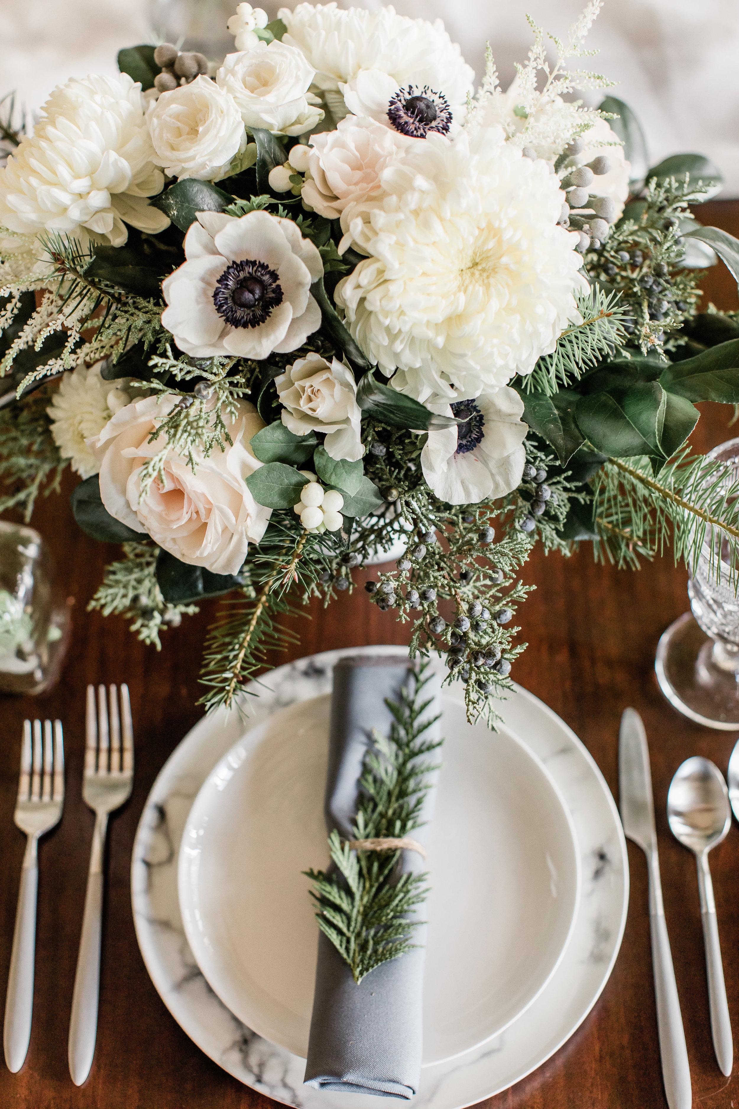 Winter_Wedding_Florals_Tablescape_Des_Moines_Iowa_Sibyl_Sophia.jpg
