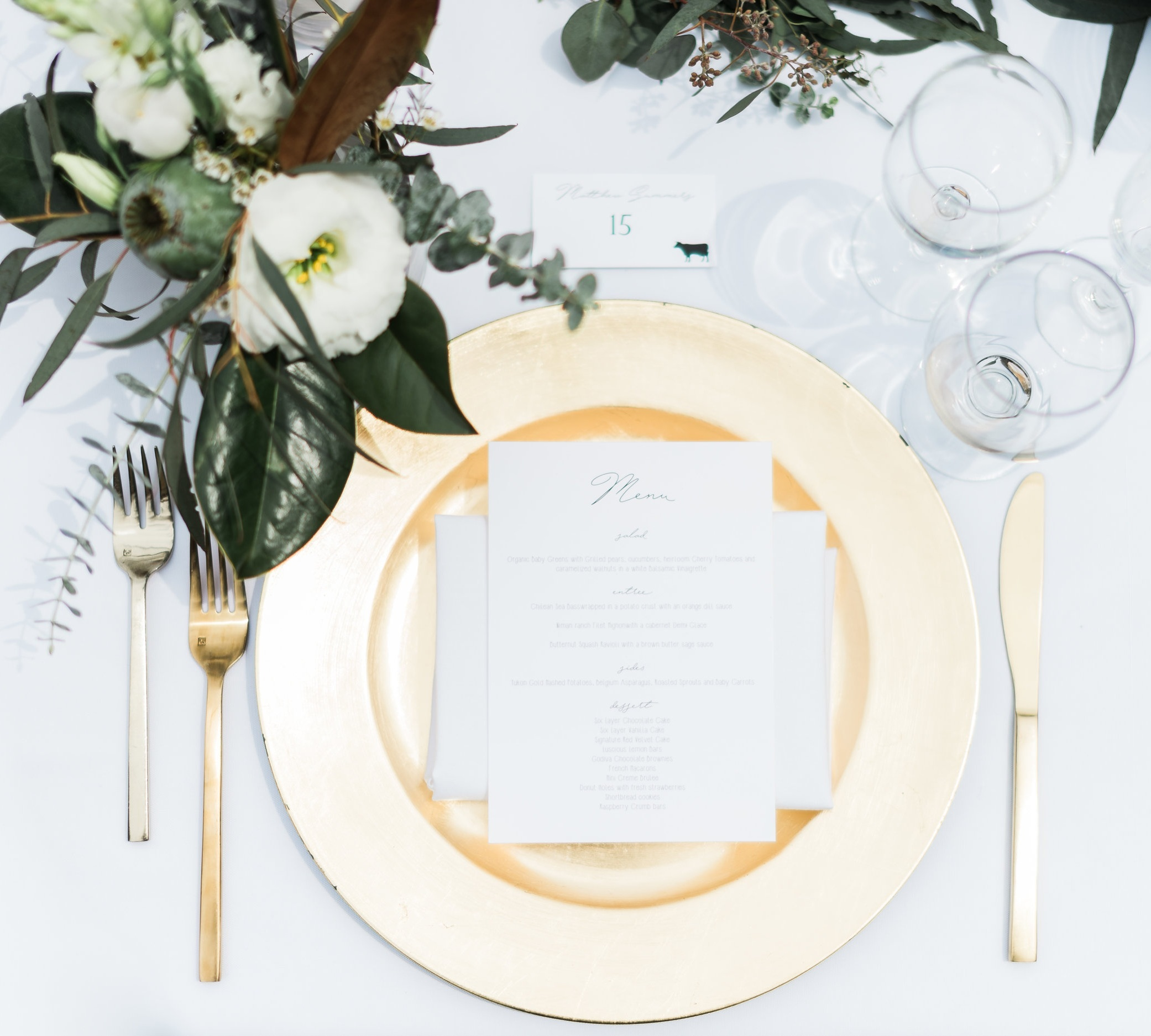 Clean_Modern_Wedding_Florals_Sibyl_Sophia_Tablescape.JPG