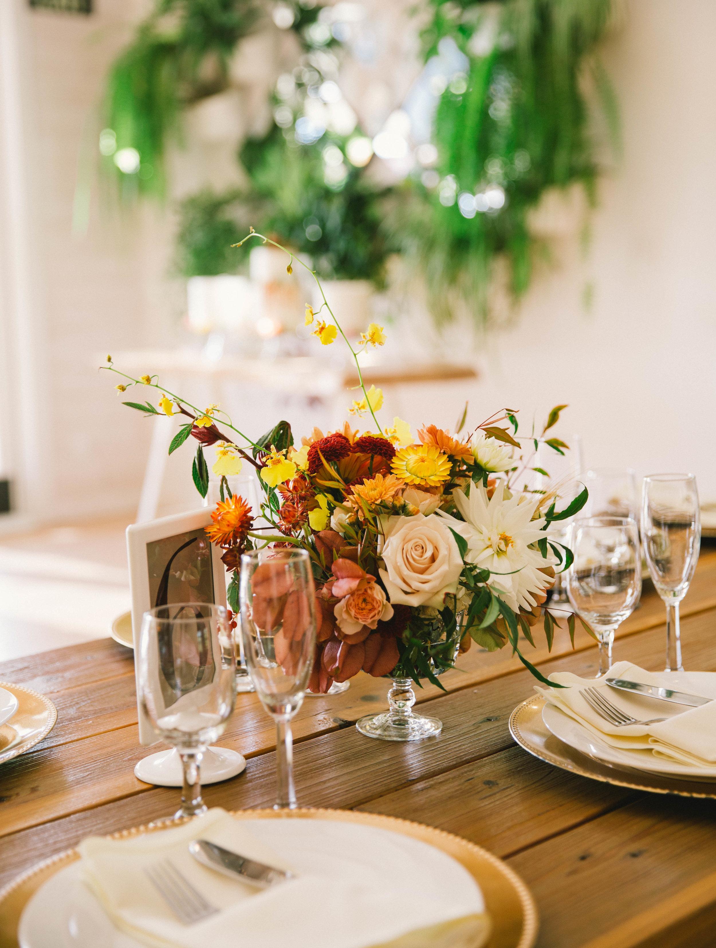 Bold_Florals_Iowa_Centerpieces.jpg