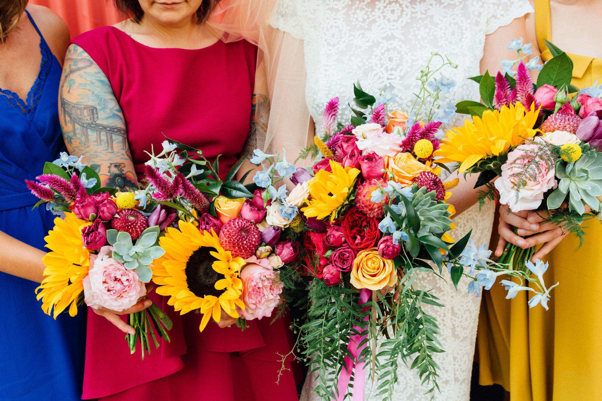 Sibyl_Sophia_Des_Moines_Iowa_Bright_Wedding_Florals_Bridesmaids.jpg