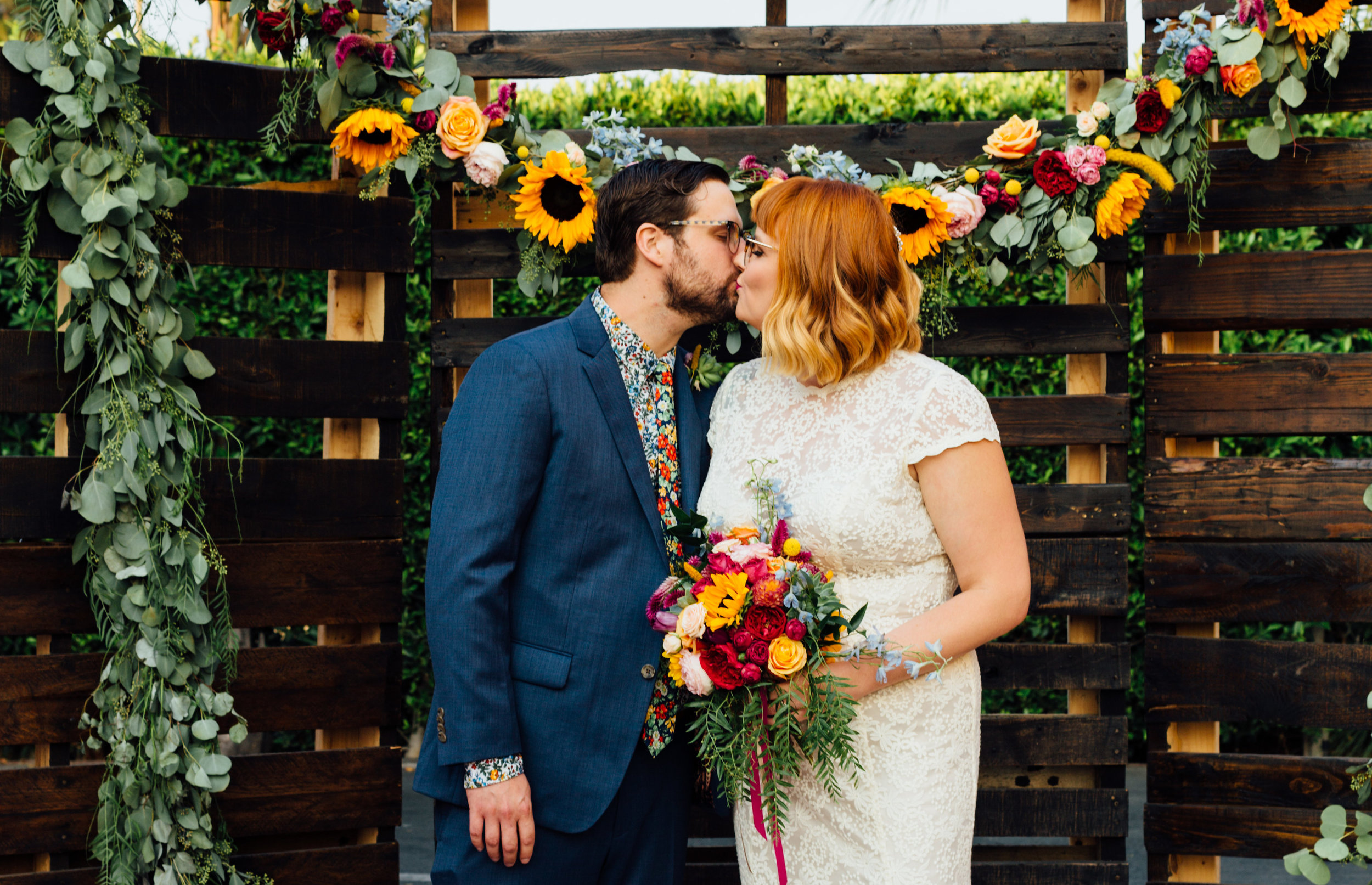 Sibyl_Sophia_Des_Moines_Iowa_Bright_Wedding_Florals_Ceremony.jpg