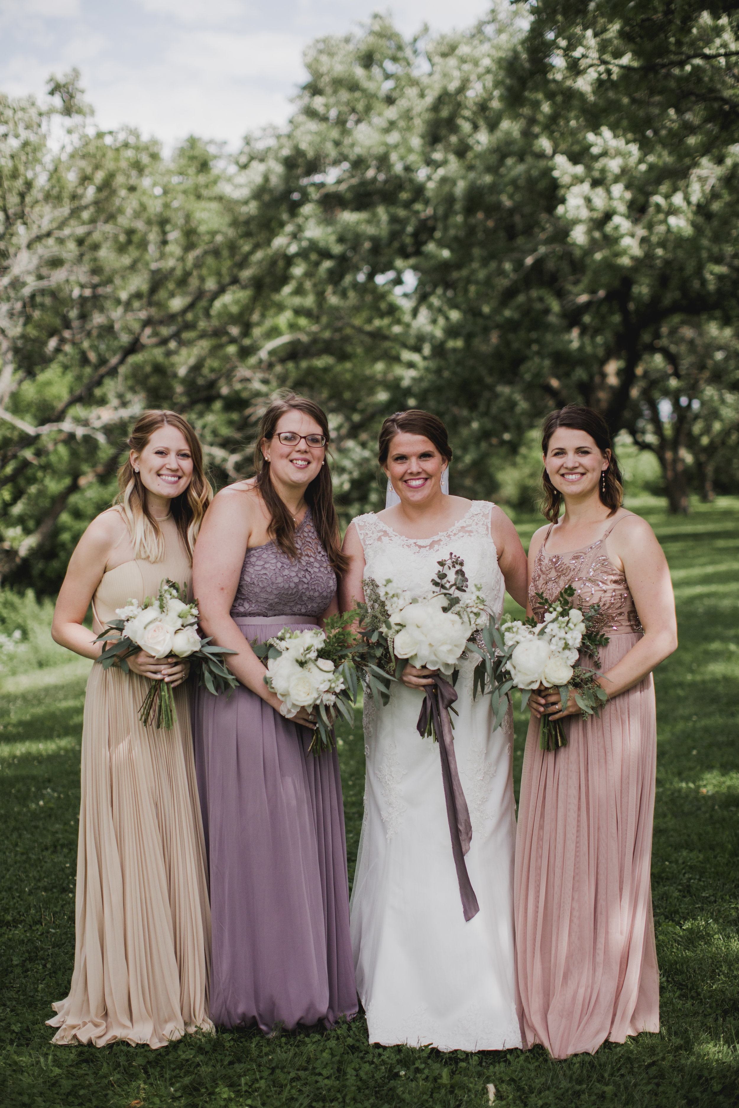Sibyl_Sophia_Wedding_Florist_Mason_City_Diamond_Oaks_Bridesmaids.jpg