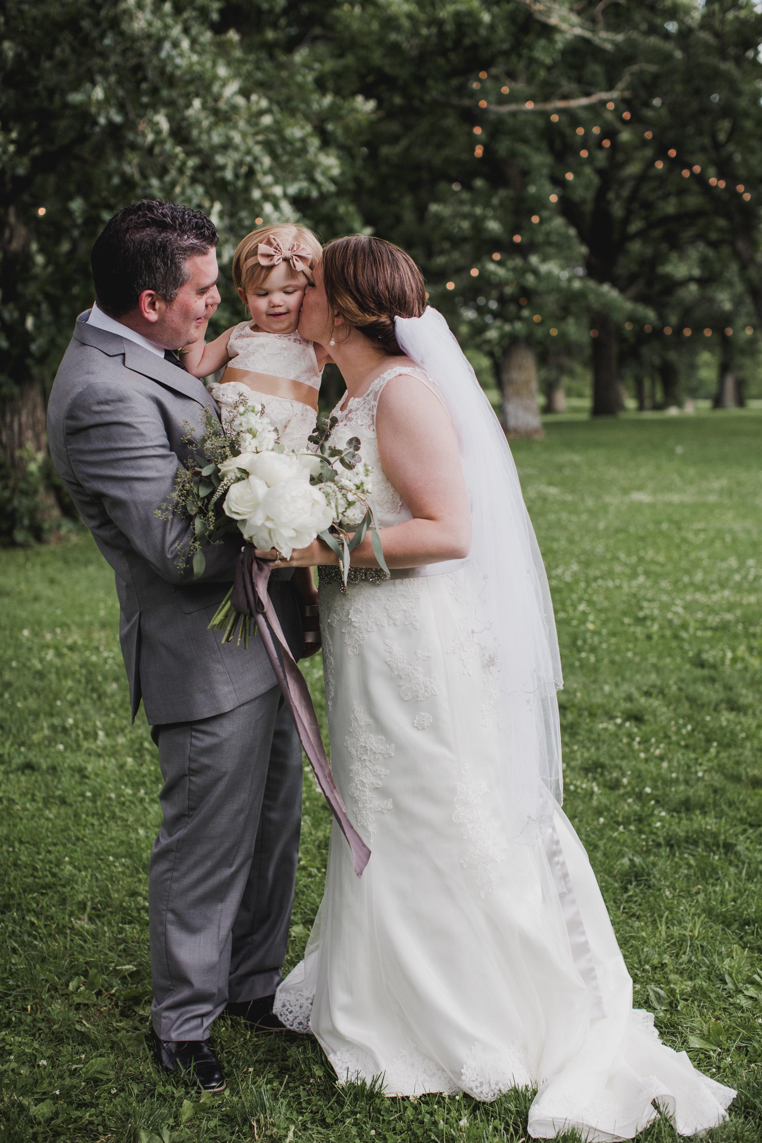 Sibyl_Sophia_Wedding_Florist_Mason_City_Diamond_Oaks_Marriage.jpg.jpg