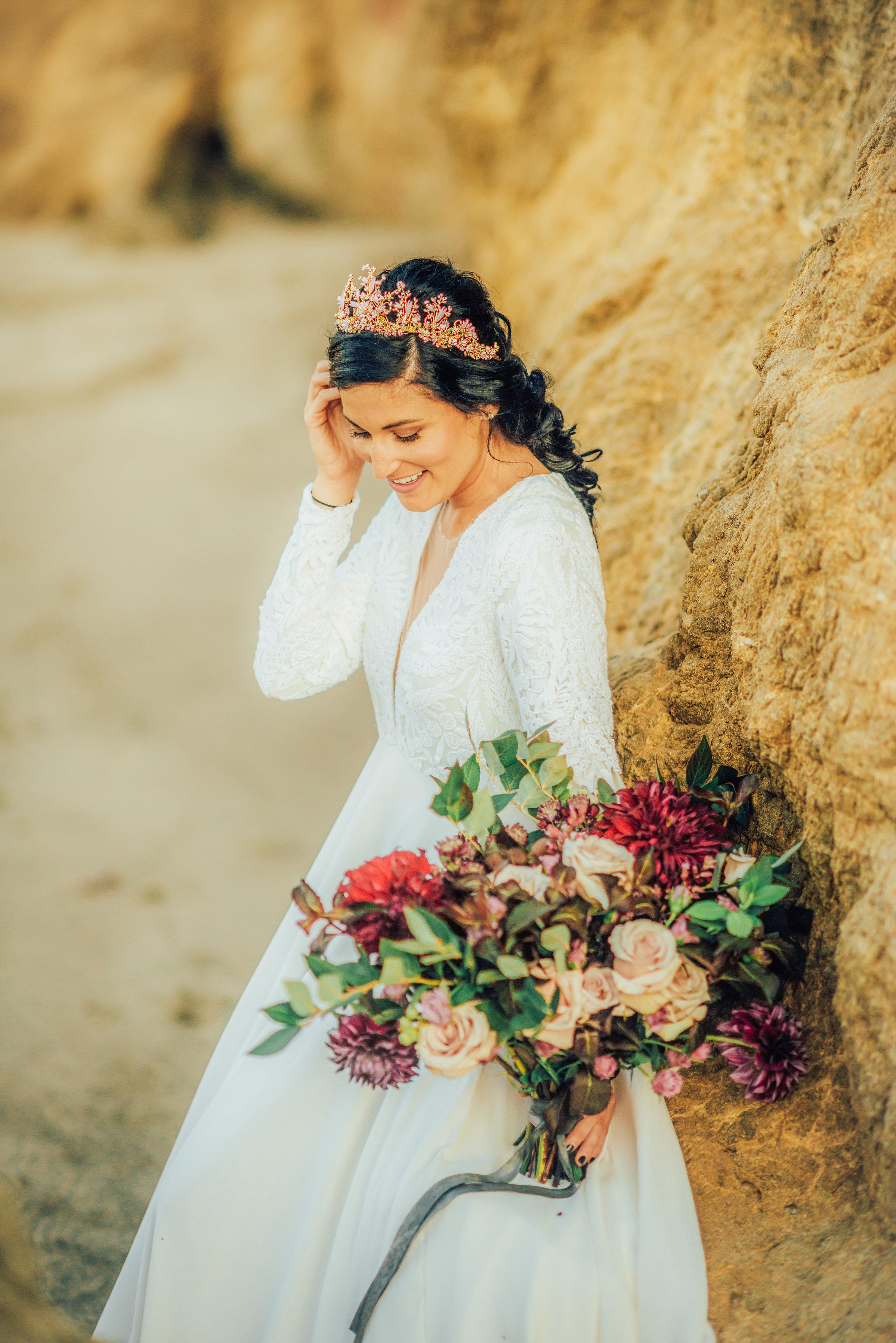 Elopement_Flowers_Sibyl_Sophia_Moody_Garden-Florals_Bride.jpg