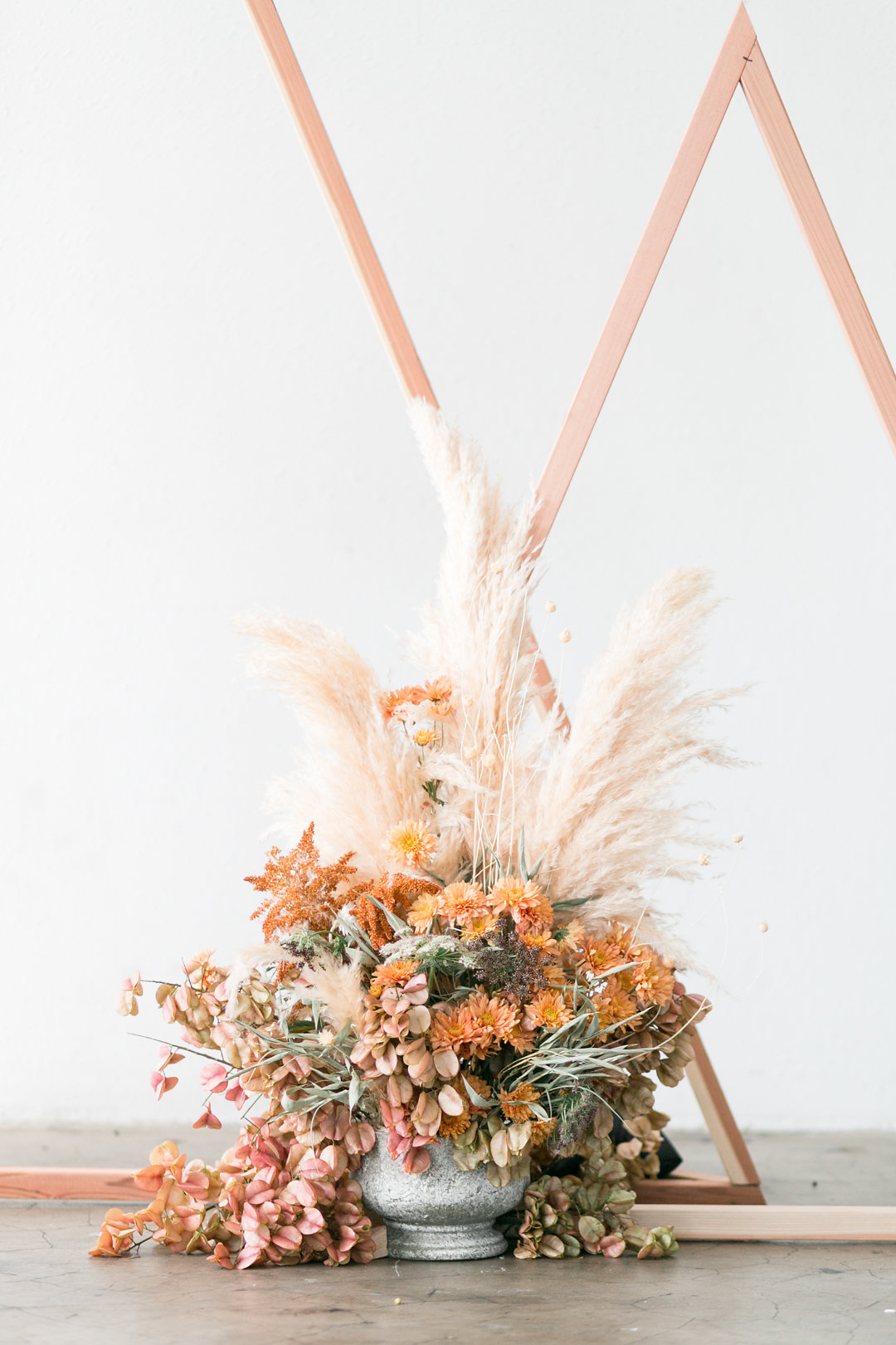 Installation_Florals_Fall_Texture_Sibyl_Sophia_Triange.jpg