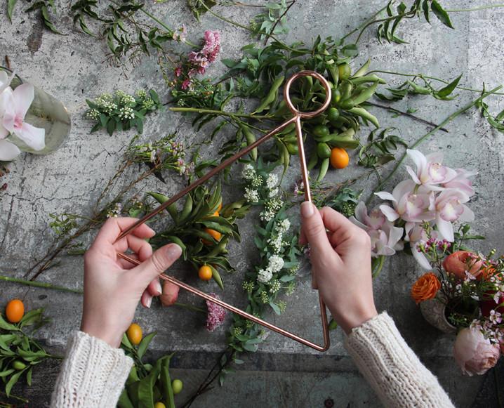 CHALKBOARD_Valentine's_Day_Florals_Sibyl_Sophia_DIY.jpg