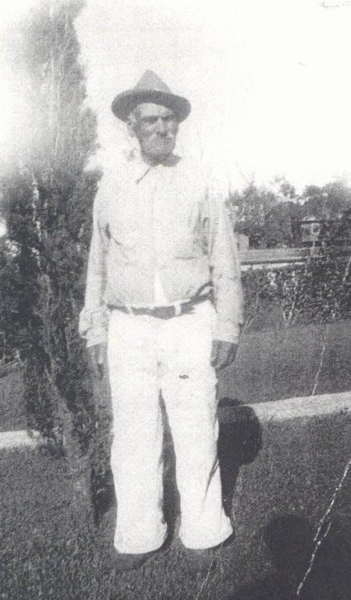 Frank Gomes, who builtthe hale hookipa inn