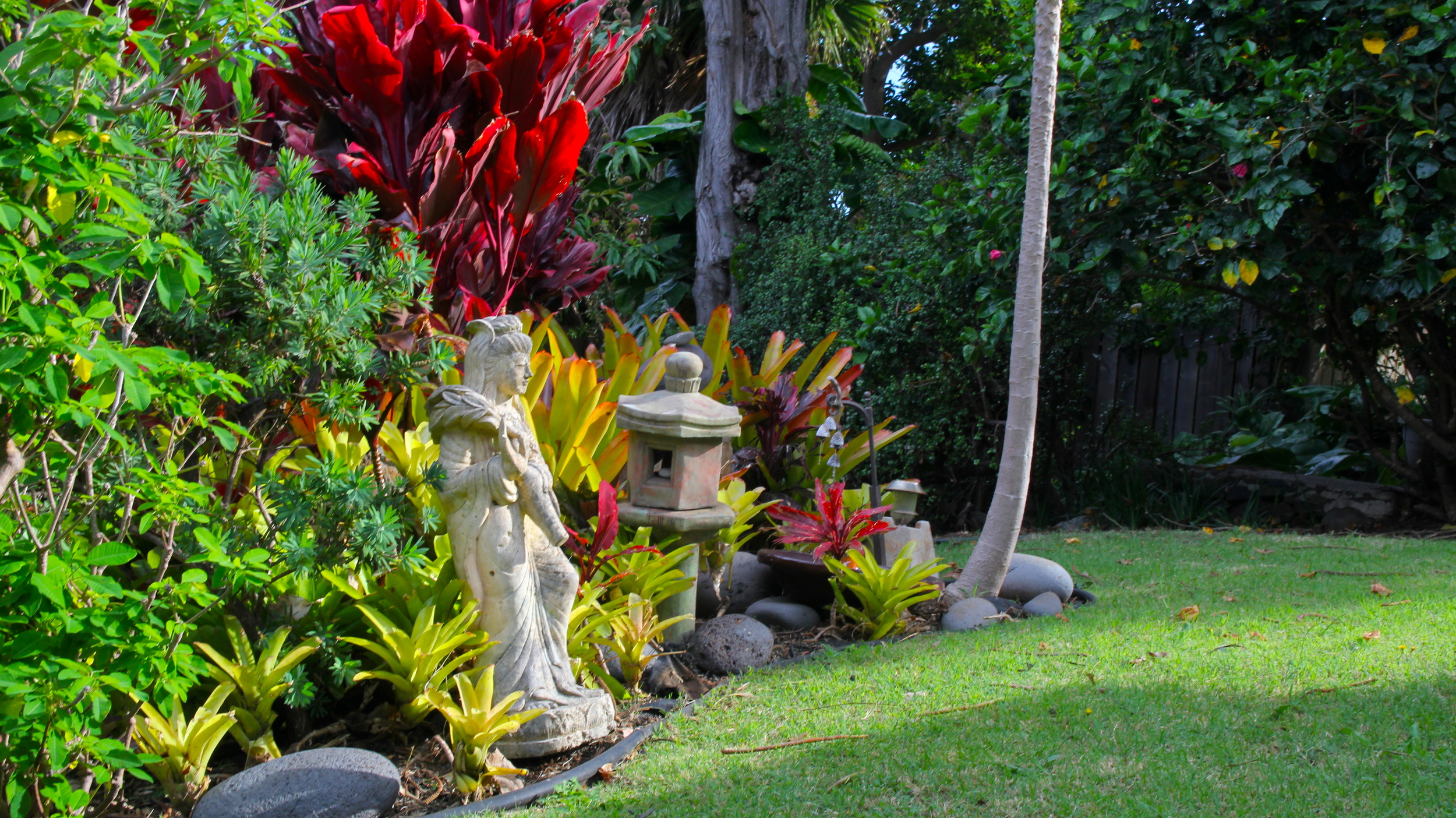 Quan Yin statue on the grounds of the Hale Ho'okipa Inn