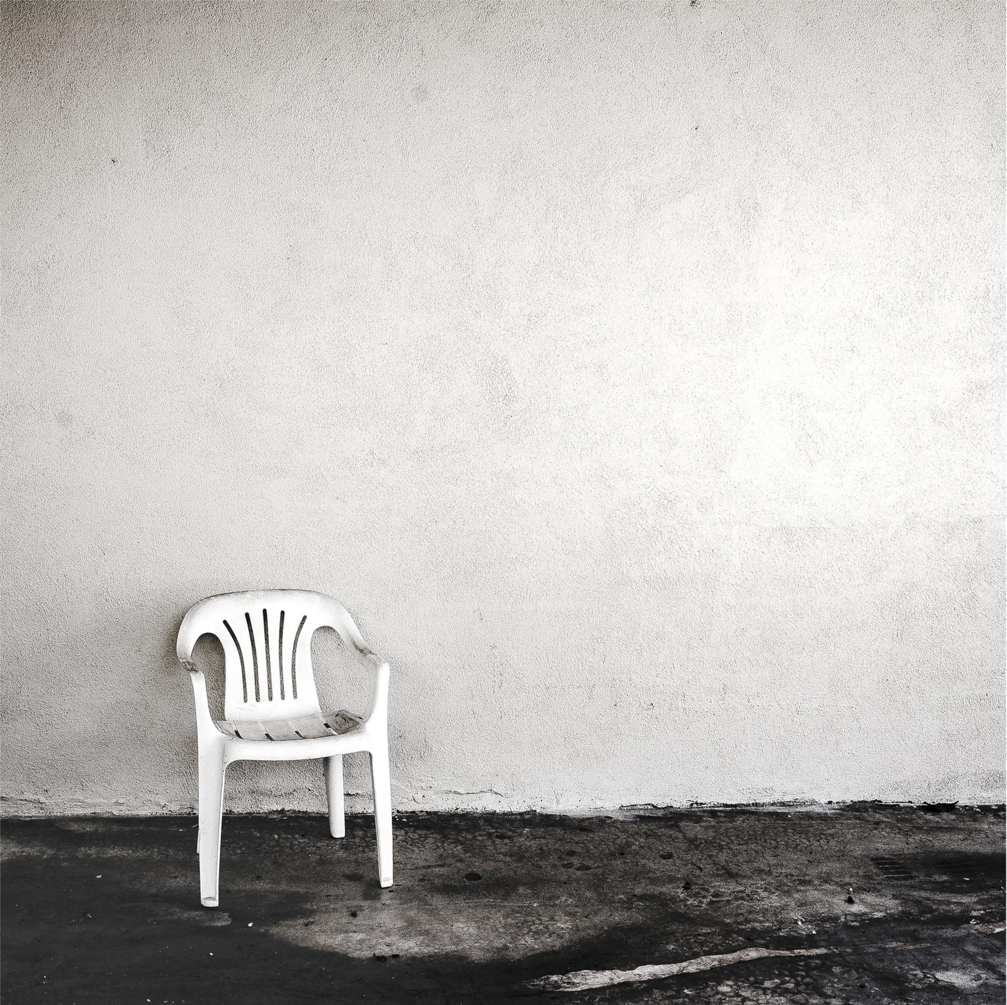 Plastic+Chairs+Single+Artwork.jpg