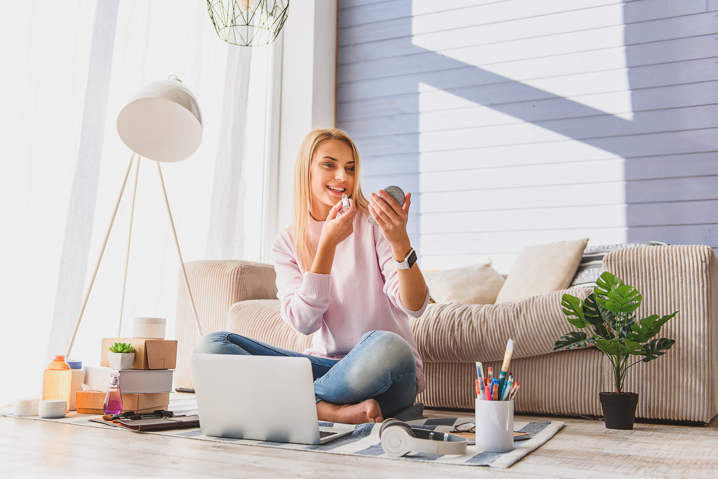 VirtualONE-ON-ONE - No matter where you are in the world, you can benefit from Maris' expertise to give your look new life, at a time that works for you!All you need is an internet connection and a device with a webcam.